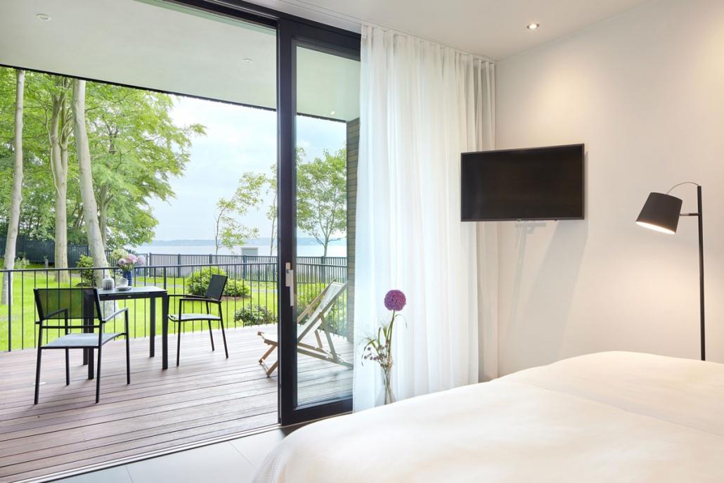Eine elegante Ausstattung und ein wunderschöner Ausblick laden zum Entspannen ein