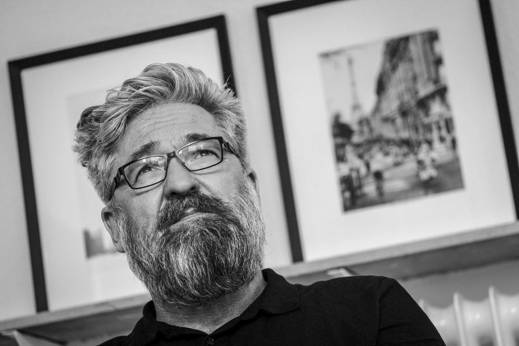 Hendrik Neubauer ist zu Besuch in der Buchhandlung Almut Schmidt