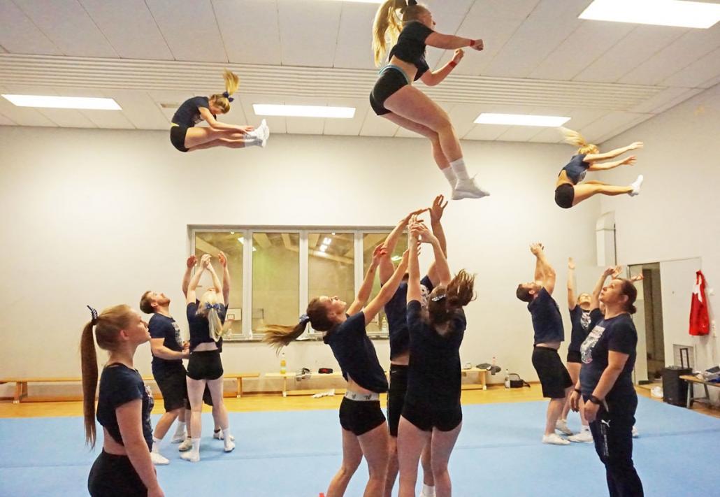 Die Holstein Kiel Lights Cheerleader sind fürihre spektakulären Choreographien bekannt