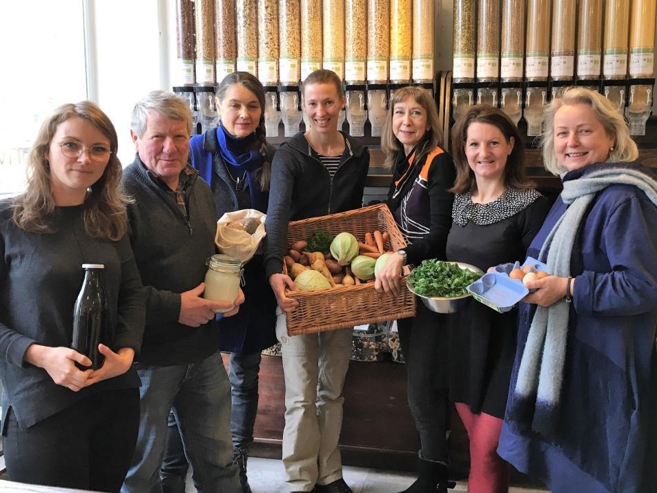 Die Gründungsmitglieder des Kieler Ernährungsrats (v. li.): Nele Markwardt, Ernst Schuster, Nicoline Henkel, Anja Rolf, Ina Walenda, Marie Delaperrière und Christine Ax