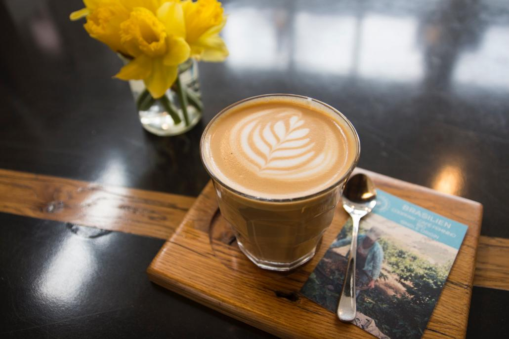 Redakteur Bastian ist schon seit Jahren Fan des Kaffees des Loppokaffeeexpresses, der direkt vor Ort im Grasweg geröstet wird