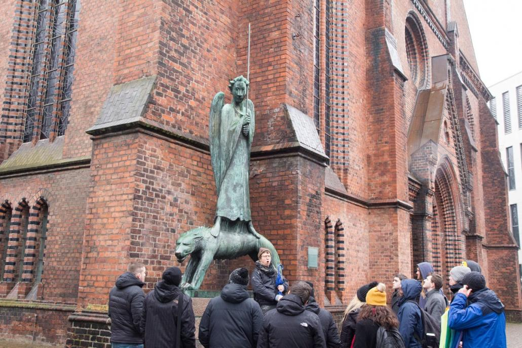 """Beim """"Geistkämpfer"""" an der Kirche St. Nikolai beendet Kirk seine Tour"""