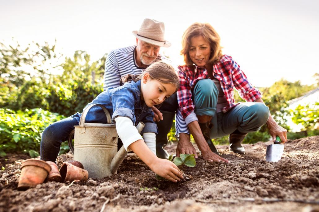 Mit der Familie zu gärtnern macht jedem Spaß