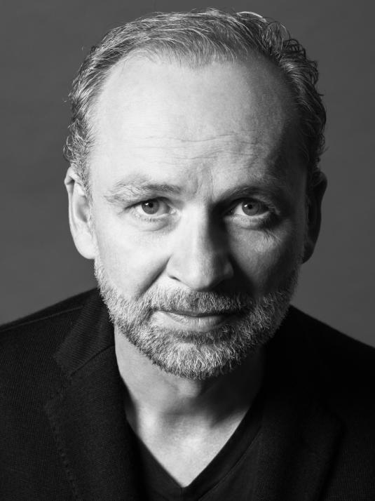 """Bestseller-Autor Ferdinand von Schirach liest aus seinem erfolgreichen neuen Buch """"Strafe"""""""