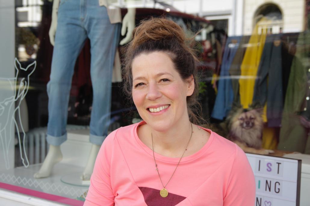 Tania Bernotat vor ihrer Boutique