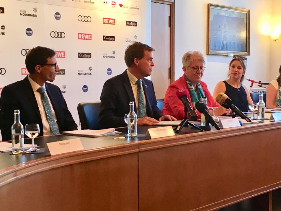 Philipp Dornberger (Stadt Kiel), Ulf Kämpfer, Anette Wiese-Krukowska (Stadt Kiel) und Eva Diederich (NDR) stellen wichtige Programmpunkte vor