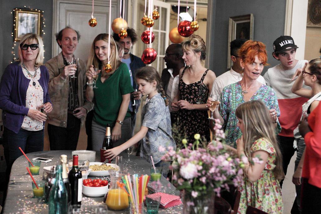 """De Komödie """"Wohne lieber ungewöhnlich"""" behandelt das Thema Patchworkfamilie mit viel Herz und Humor"""