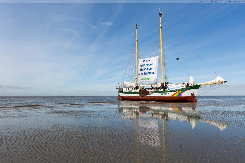 Die Beluga II beim Protest gegen neue Ölbohrungen im Wattenmeer
