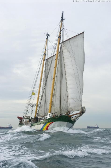 Greenpeace-Schiff legt in Laboe an