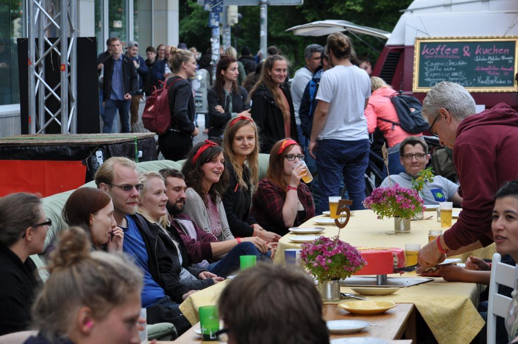 Wir machen uns die Kieler Woche, wie sie uns gefällt: die vielen Helfer beim Muddi Markt