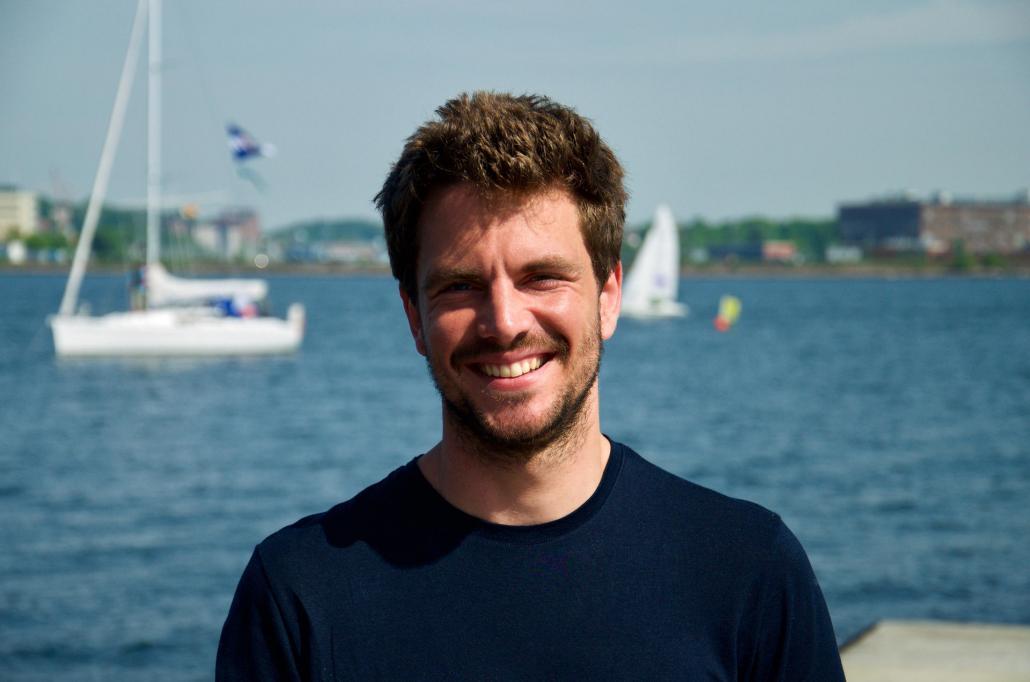 Johannes (28) ist nicht nur auf der Slackline, sondern auch als Kitesurfer und Stelzenläufer unterwegs. Sportlich, sportlich!