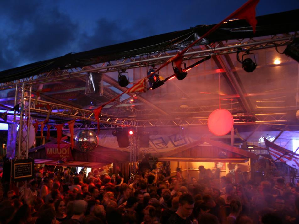 Der Muddi Markt bietet eine Alternative zu den kommerziellen Veranstaltungen – Party machen kann man hier aber mindestens genauso gut
