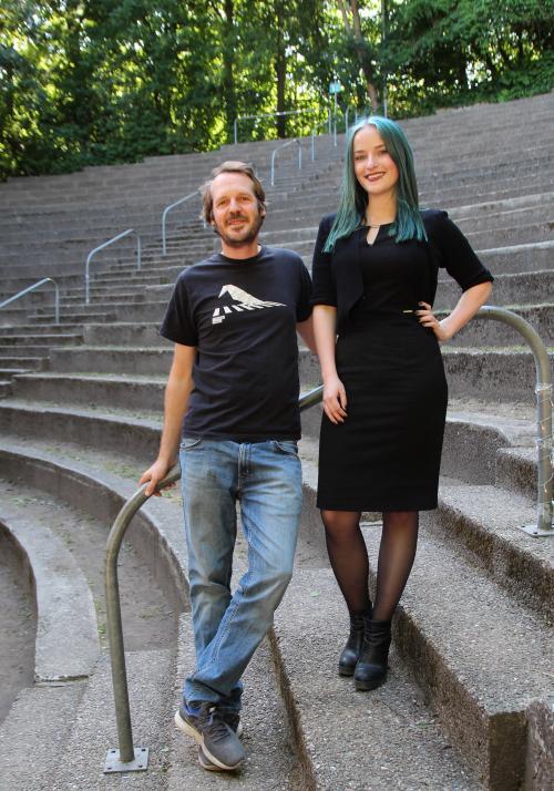 Liedermacher Gisbert zu Knyphausen und Redakteurin Kim Hase