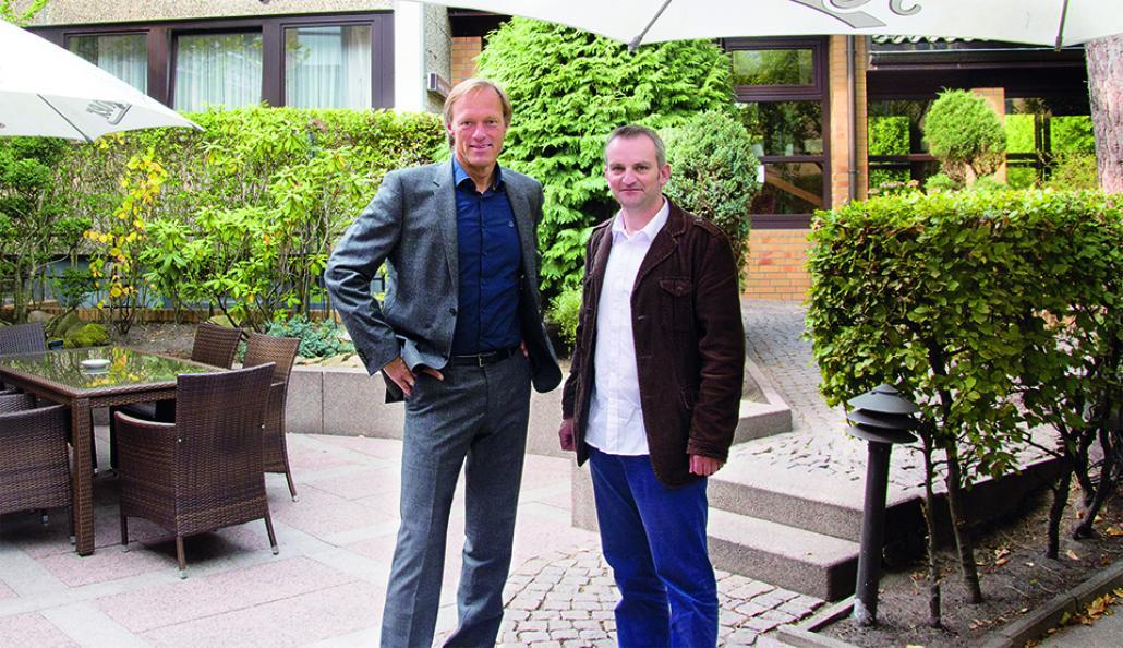 Gerhard Delling (li.) und Redakteur Markus Till bei einem Treffen in Hamburg nach der WM 2014