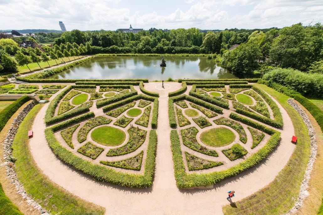Der Barockgarten wurde im 17. Jahrhundert vom Schleswiger Herzog Friedrich III. angelegt –nicht nur für Gartenfreunde ein Erlebnis!