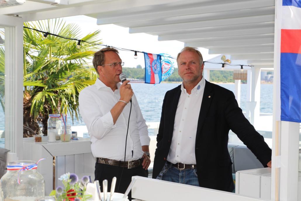 KSV-Präsident Steffen Schneekloth (li.) und Geschäftsführer Wolfgang Schwenke eröffnen die Veranstaltung in der Kieler Seebar