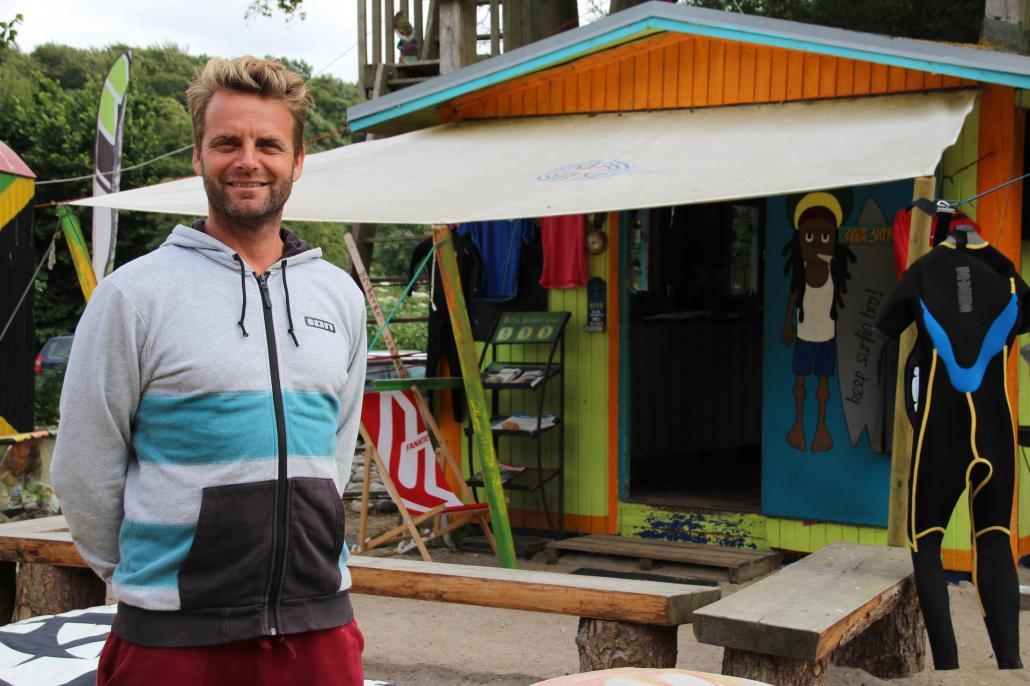 Ob Windsurfen, Kitesurfen oder SUP – Surflehrer Bernd Kascha und Team helfen jedem aufs Brett