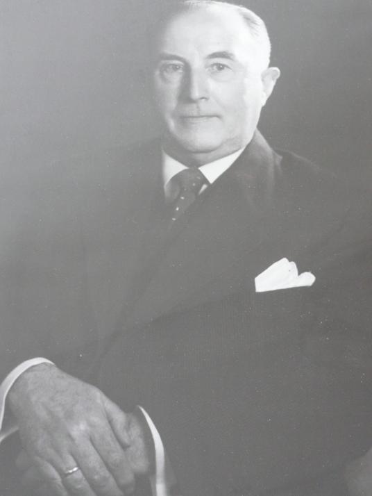Der Kaufmann Heinrich Knievel gründete das Unternehmen im Jahre 1933