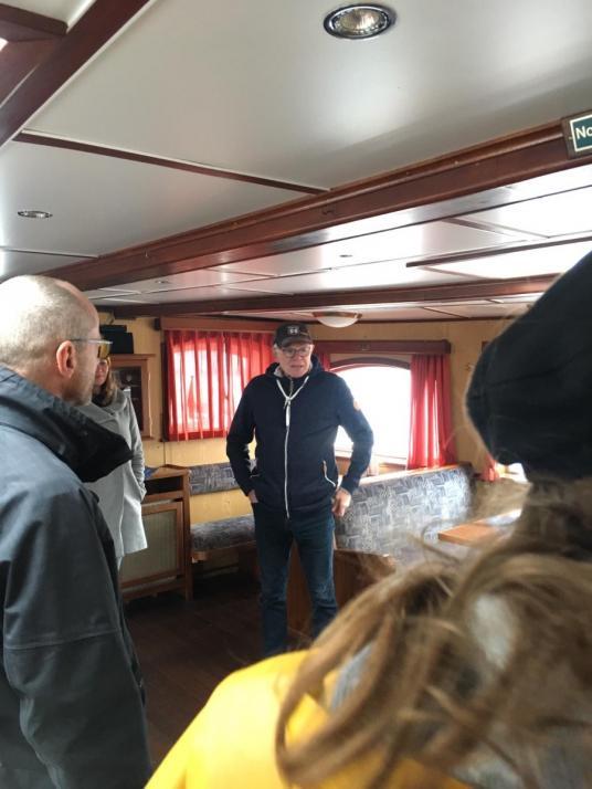 Kapitän Erwin erzählt uns die lebendige Geschichte des Schiffes