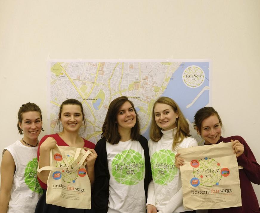 Henriette Scholz, Lea Giesecke, Sinje Grenzdörffer, Kseniya Bisioukova und Johanna O'Brien (v. li.) von Fairnetz Kiel