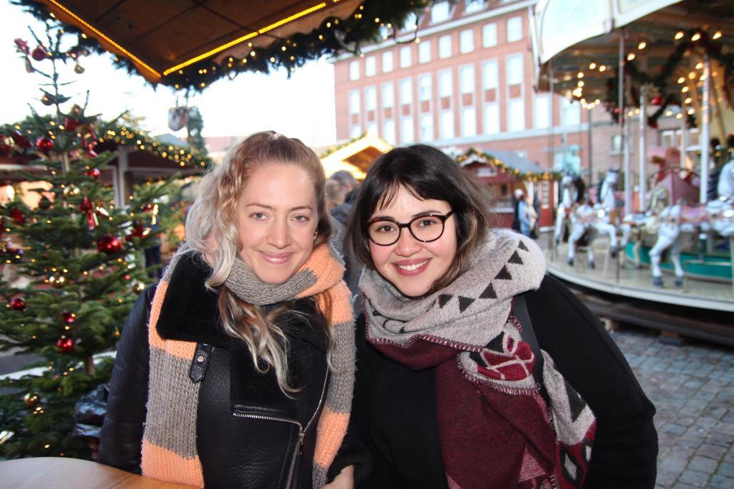 Lena (li.) und Paula: Wir wollen beide mit dem Rauchen aufhören, außerdem zielstrebiger sein, Sport machen, wieder mehr kochen und reisen. Und eine neue Sprache lernen!