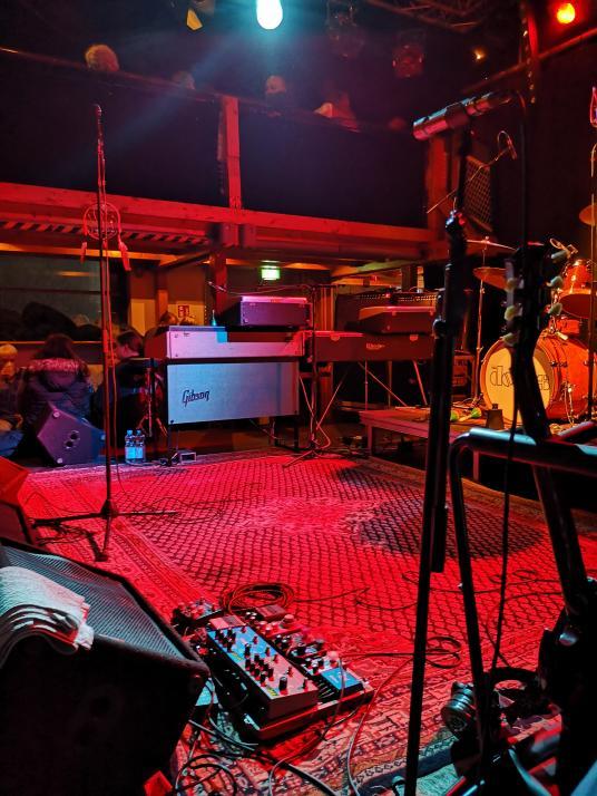 The Doors In Concert spielen auf den gleichen Instrumenten wie das Original