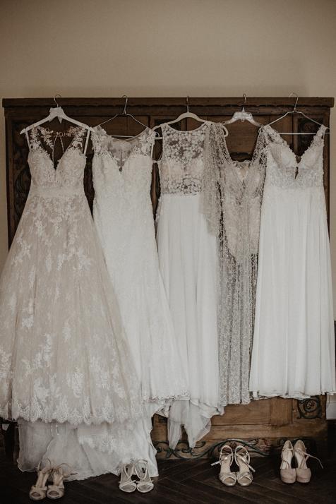 Egal ob weiß, creme, mit Spitze oder schlicht: Für jede Braut gibt es ein passendes Kleid!