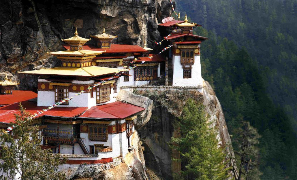 Mit knapp 100 Kilo Kamera-Equipment reiste Stefan Erdmann über viele Wochen durch Bhutan