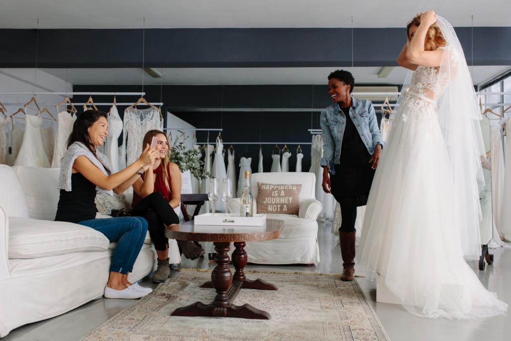 Das perfekte Brautkleid sollte man niemals alleine aussicht