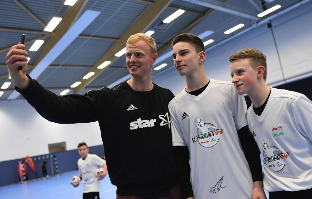 THW Profi Firnhaber sichtet hoffnungsvolle Nachwuchs-Handballer im THW YOUNGstar