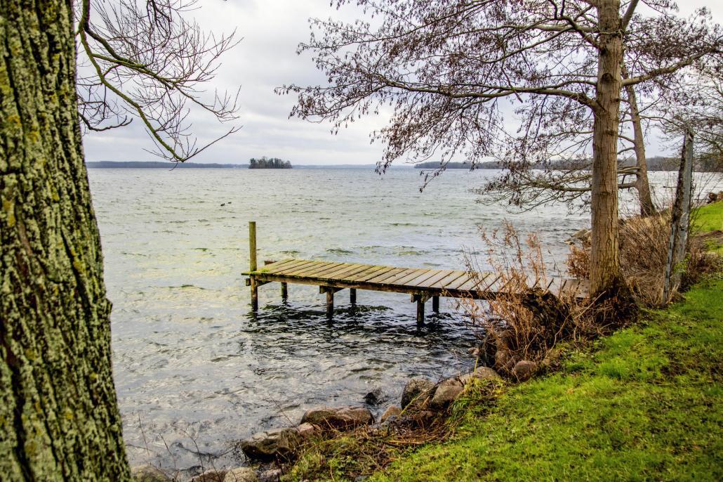 Der weite Plöner See mit seichtem Wellengang
