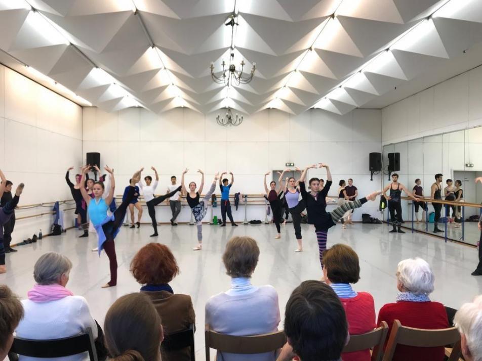 Die Schuhpaten zu Besuch bei den Balletttänzern