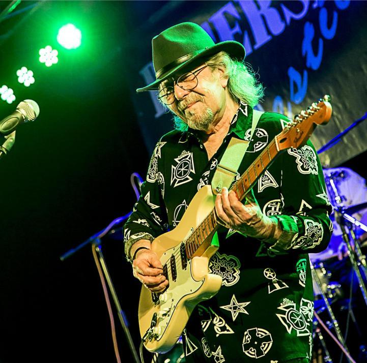 Der Beiname passt wie die Faust aufs Auge: Johnnie Guitar Williamson
