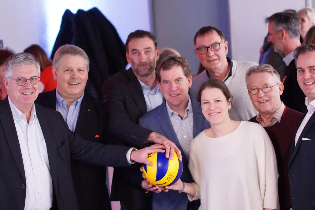 Jörg Hansen (FDP), Bernd Neppeßen (SHVV), Sven Hesse (KTV), OB Dr. Ulf Kämpfer (LH Kiel), Kristina Herbst (IM Land S-H), Peter Höver (Regierungssprecher Land S-H), Jörg Möller (Vorstand KTV), Michael Sevenheck (KTV) (v. li.)