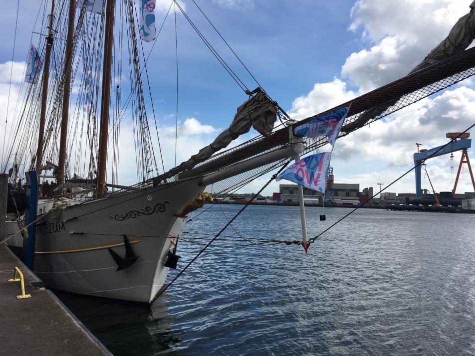 Das Kieler Woche-Schiff am Sartorikai: Die Mare Frisium