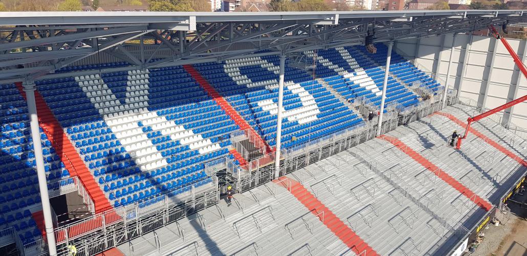 Die Stehplätze der Osttribüne waren bereits im Spiel gegen den FC St. Pauli ausverkauft
