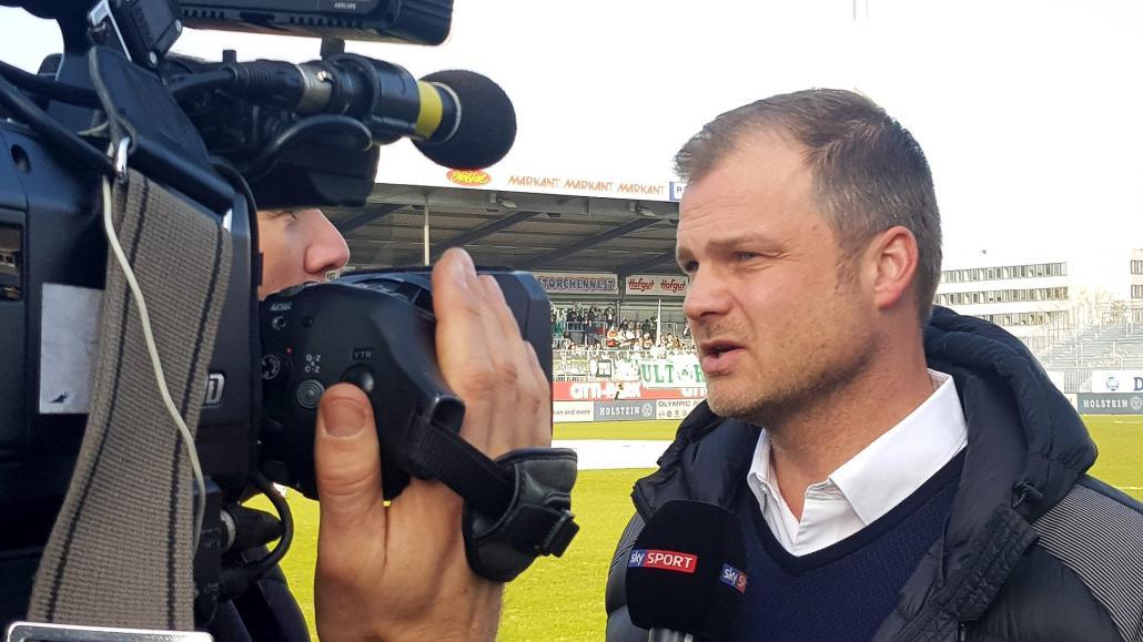 Gefragter Mann: Fabian Wohlgemuth steht den Reportern Rede und Antwort