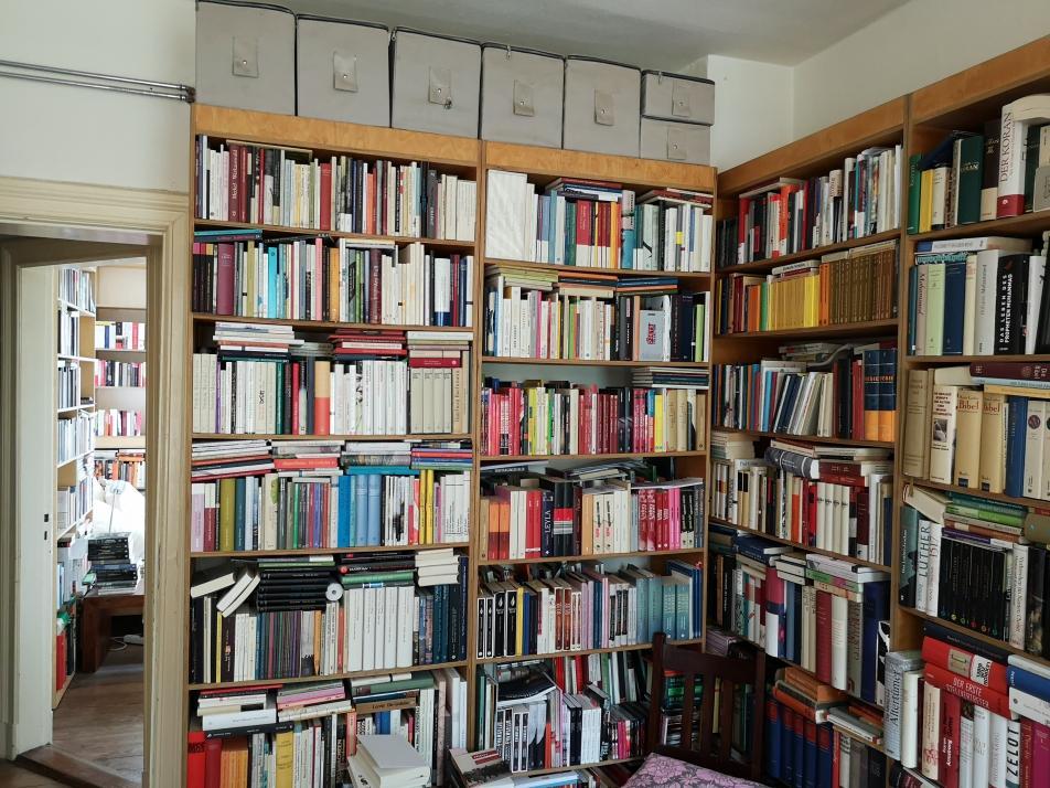 Zu Besuch im Arbeitszimmer: Der Schriftsteller betreibt hartes Quellenstudium vor dem Schreiben