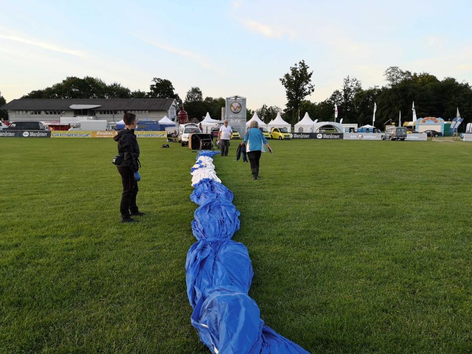 ... und der Ballon ausgebreitet, ...