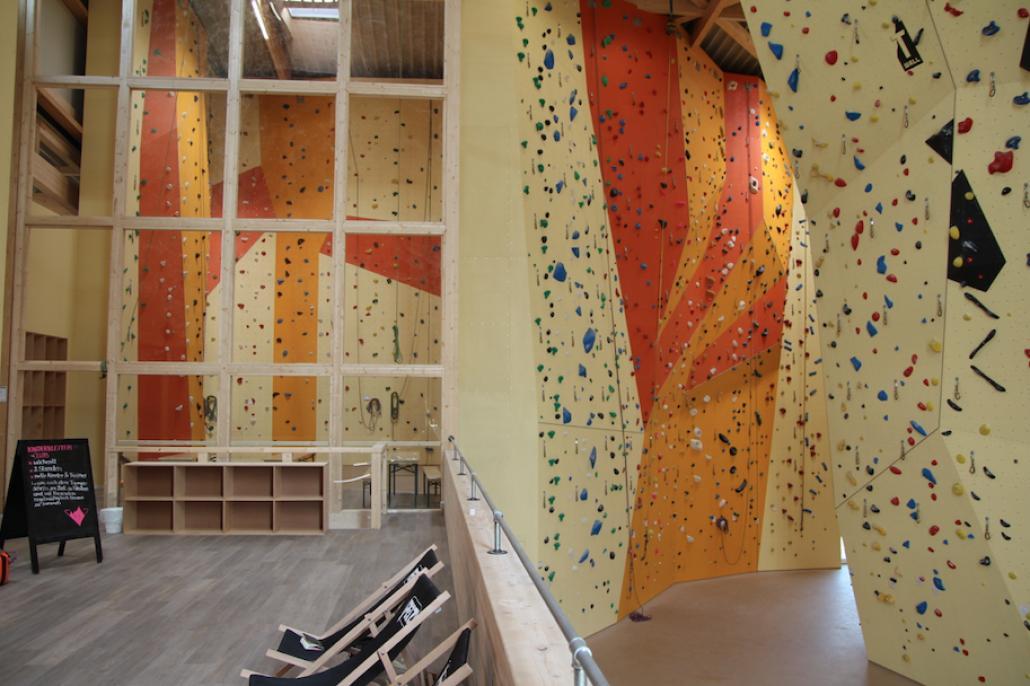 Die KletterBarbietet Anfängern und Profis gleichermaßen Spaß an der Wand