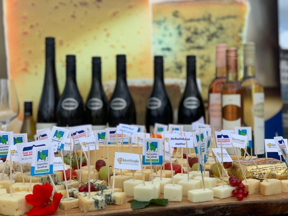 """""""Käse trifft Wein"""" am Kieler Bootshafen"""