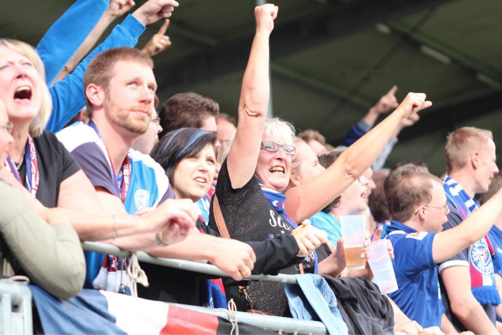 Der Ausgleichstreffer lässt die Fans jubeln.