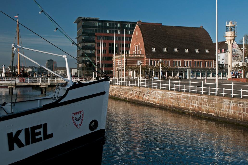 """Am Tag des offenen Denkmals lädt das Schifffahrtsmuseum Fischhalle und die """"MS Stadt Kiel"""" zur Führung und Fördefahrt ein."""