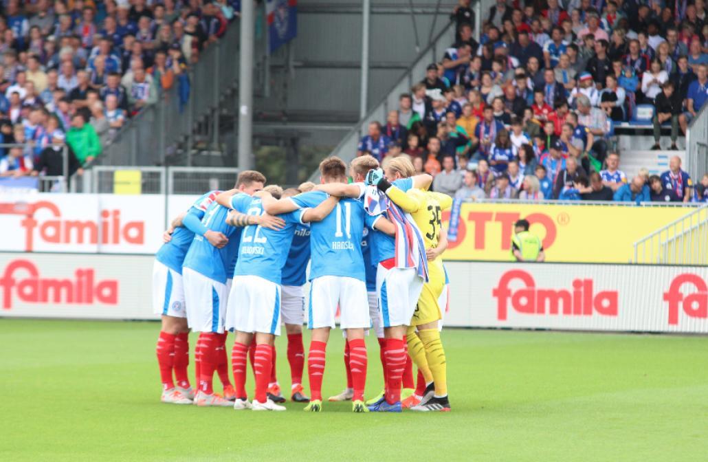 Gemeinsam stark: Das Team findet sich vor dem Spiel gegen Erzgebirge Aue noch einmal zusammen