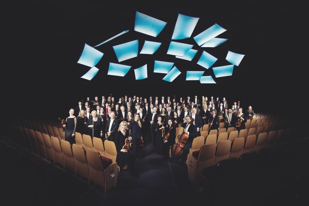 """Die NDR Radiophilharmonie unter Dirigent Christian Schumann spielte zum Abschluss des Festivals ein famoses Konzert zu Disney's Meisterwerk """"Fantasia""""."""