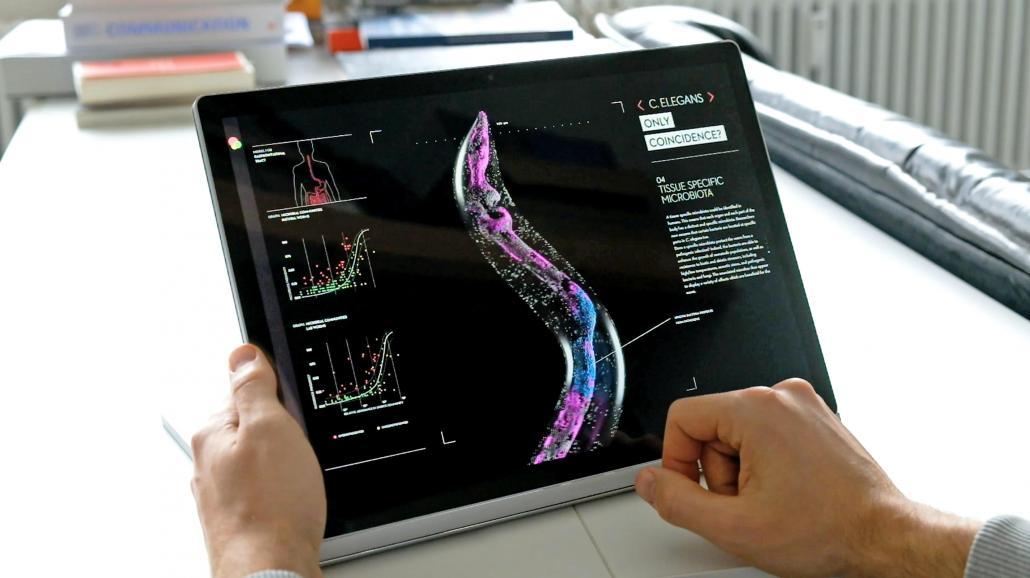 Für unterwegs: Die Inhalte des Scientific Posters lassen sich auch auf dem Tablet abrufen