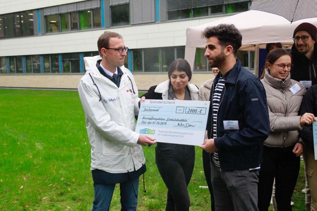 2.000 Euro Spenden gehen an das Projekt #einheitsbuddeln