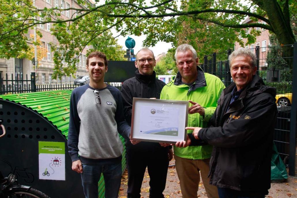 Sie alle sind Stolz auf die Auszeichnung, insbesondere Sören Mohr, Geschäftsführer von New Communication (2. v. re.)