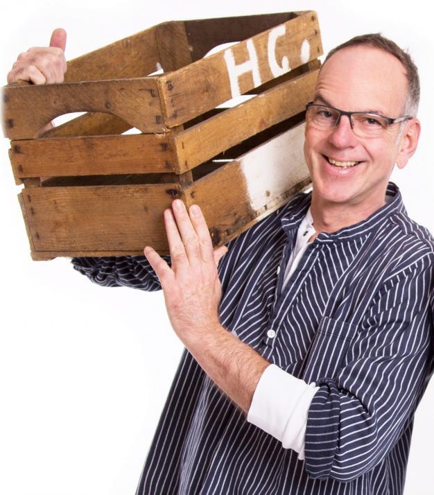Moderator Stefan Wolter sorgt mit seinen Schnacks für die Extra-Portion gute Laune
