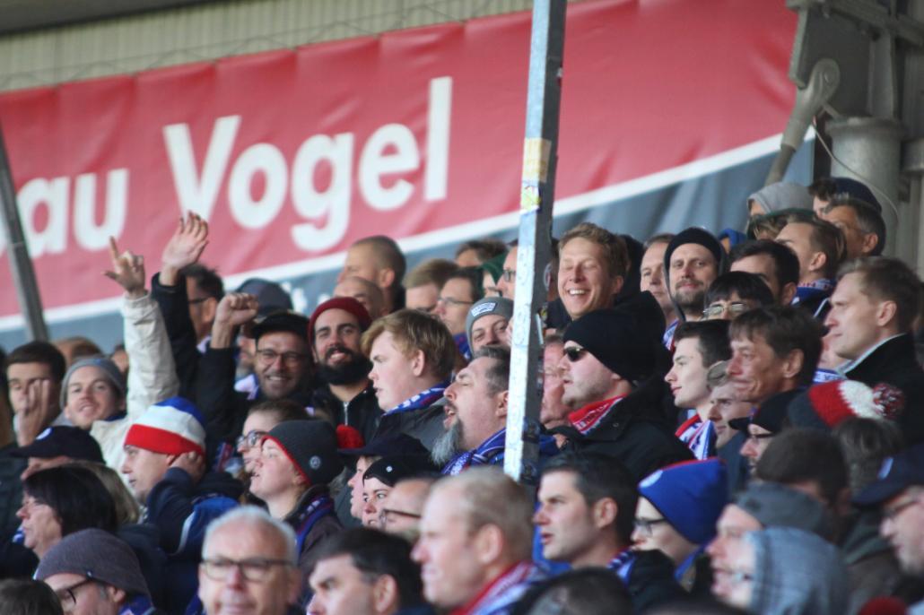 """Sie votierten für Johannes van den Bergh als Spieler des Tages: Die Fan-Gruppierung """"Holsteiner Cox"""""""